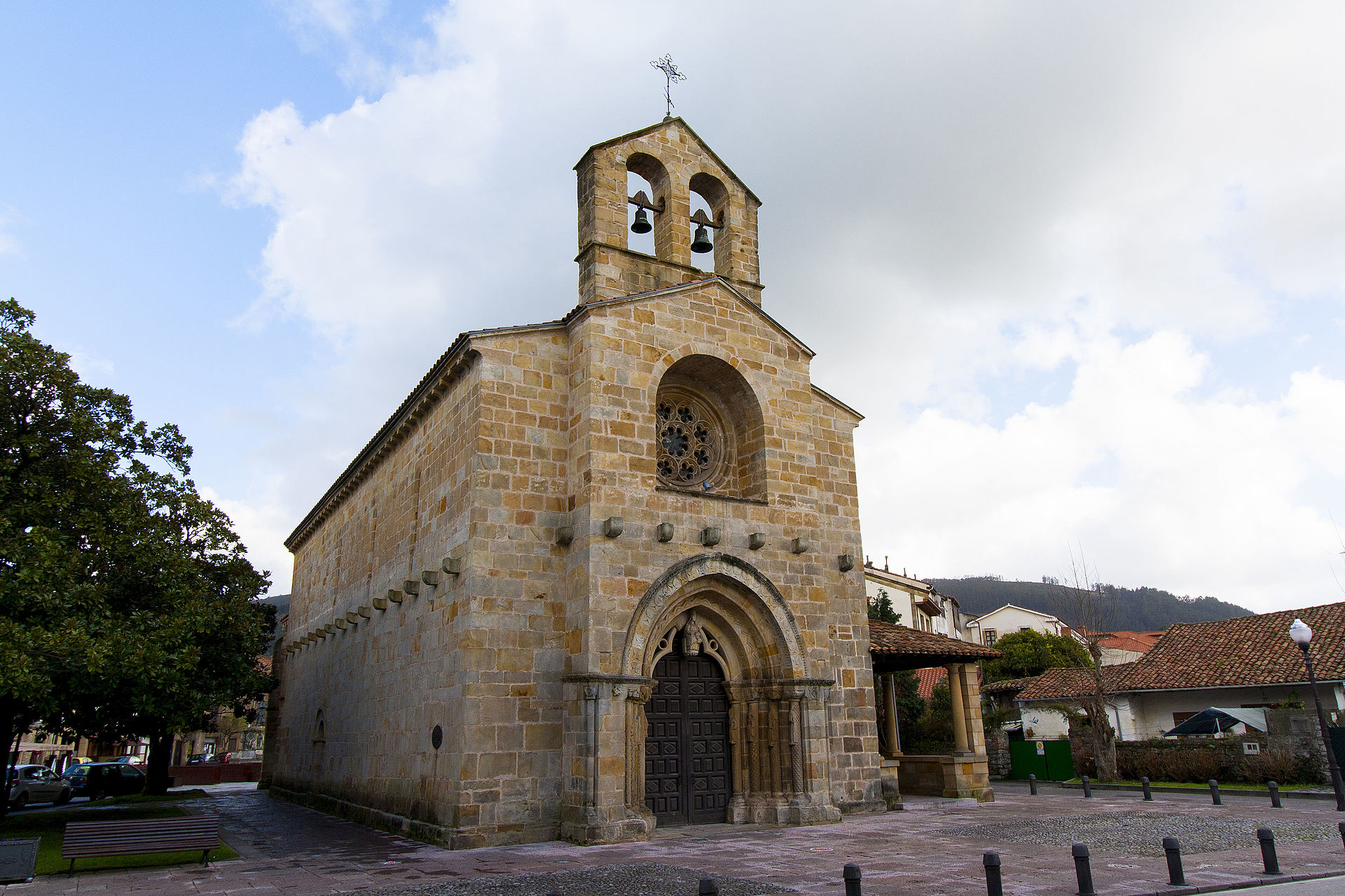 Iglesia de Santa María de la Oliva, Villaviciosa