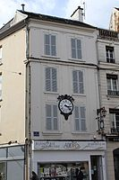 Immeuble Horloge Place St Denis Coulommiers 2.jpg