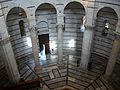 Interior del baptisteri de Pisa.JPG