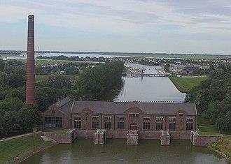Wouda pumping station - Image: Ir. D.F. Wouda gemaal (20427844852) (cropped)