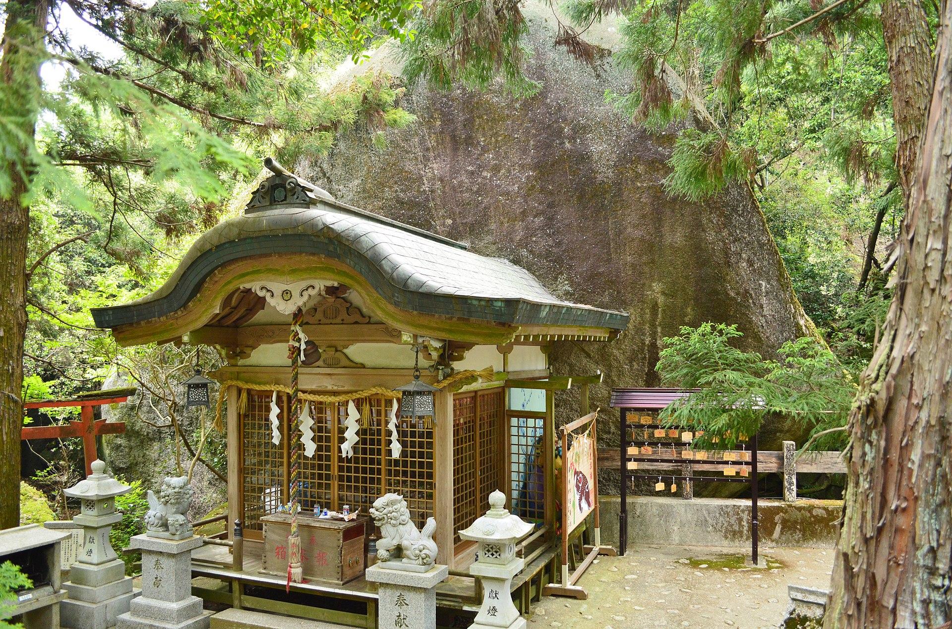 Iwafune-jinja (Katano), haiden.jpg