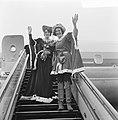 Jacoba van Beieren en vierde echtgenoot Frank van Borselen van Schiphol vertrokk, Bestanddeelnr 919-0045.jpg