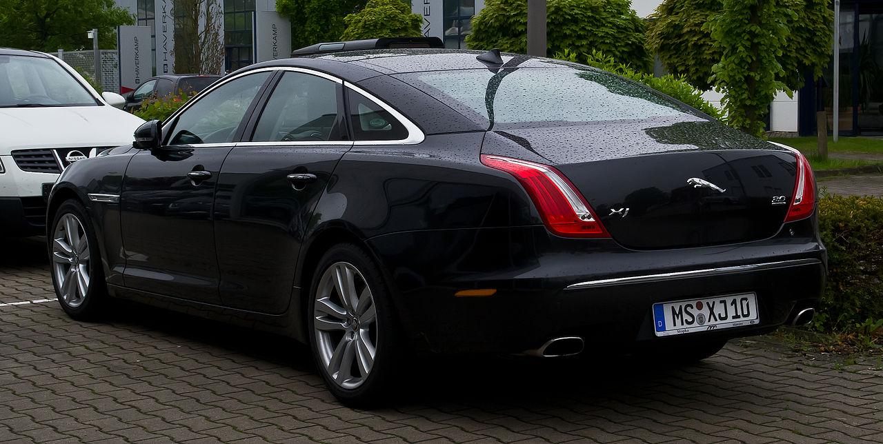 Datei:Jaguar XJ 3.0 Kompressor AWD Premium Luxury (X351) - Heckansicht, 17. Mai 2013, Münster ...