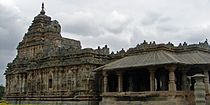 Jain temple at Lakkundi built in the Kalyani Chalukya style.jpg