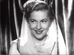 Joan Fontaine a Born to Be Bad trailerében