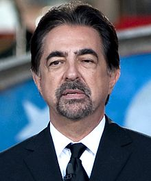 Joe Mantegna 2011 (cropped).jpg