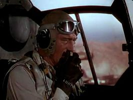 John Wayne in de trailer van Flying Leathernecks