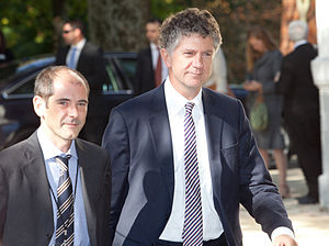 Jonathan Powell (Labour adviser) - Jonathan Powell (right)