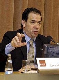 """Josep Maria Rañé a la presentació de l'estudi """"La indústria catalana davant l'ampliació Europea"""" (2004).jpg"""