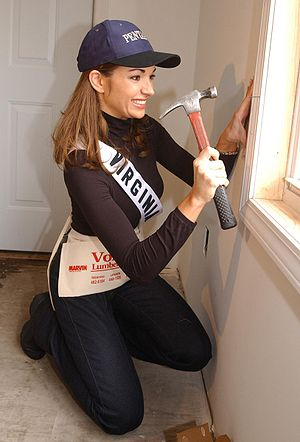 Julie Laipply, Miss Virginia USA 2002, hammers...