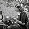 """Julka Raspet kleklja (poušter """"poinkl"""", klinci in papir). Zakriž 1954.jpg"""