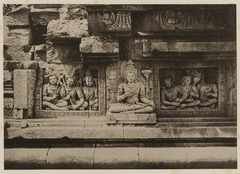 KITLV 40059 - Kassian Céphas - Reliefs on the terrace of the Shiva temple of Prambanan near Yogyakarta - 1889-1890.tif