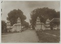 KITLV 5901 - Sem Céphas - Gateway at the stables of the craton at Yogyakarta - Around 1910.tif