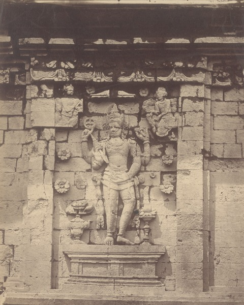 File:KITLV 87731 - Isidore van Kinsbergen - Relief of Vishnu on Tjandi Srikandi the Dijeng plateau - Before 1900.tif