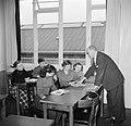 Kinderen krijgen onderwijs in de school van het koninklijk Deens ballet, Bestanddeelnr 252-9216.jpg
