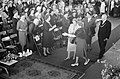 Koningin Juliana tussen 7500 huisvrouwen, Bestanddeelnr 913-7786.jpg