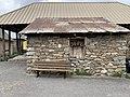 La Chalp (Crévoux) bâtiment et banc.jpg