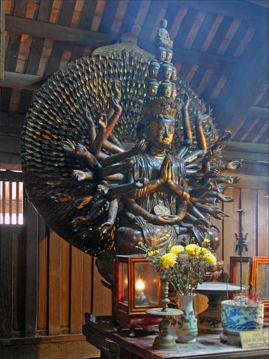 La statue de Quan Am dans la pagode But Thap 2