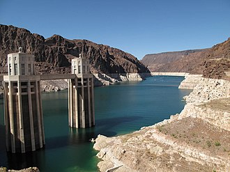 "Lake Mead in 2010, showing the ""bathtub ring"" left behind by low water levels Lake mead july 2009.jpg"