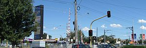 Lalor, Victoria - Image: Lalor.shops.viewed.f rom.mann's.road.cros sing