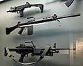 Liège, Musée des armes, Grand Curtius. FN pistolet-mitrailleur UZI, ca 1960 (002), FN fusil automatique léger, ca 1960 (003), FN mitrailleuse MINIMI M, 1980-90 (004).JPG
