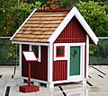 Little red house (lekstuga) on the Potomac.jpg