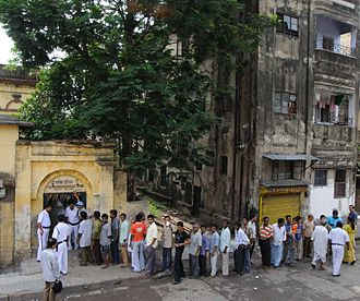 2009 Indian general election - Queue outside a polling station in Kolkata 13 May 2009.