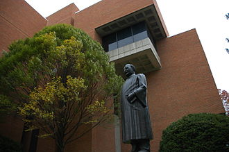 University of Cincinnati College of Law - Another view of the Taft statue.