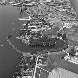 Aerial photo of Aalsmeer in 1977