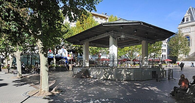 File:Luxemb City pl d Armes 02.jpg