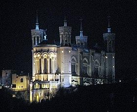 Vue de nuit sur la basilique Notre-Dame de Fourvière
