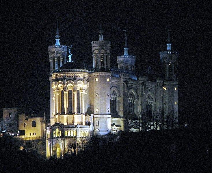 Fichier:Lyon - Basilika Notre-Dame de Fourvière at night.jpg