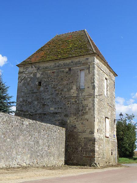 Ferme de Macogny. Vestige du château du XVIIe siècle