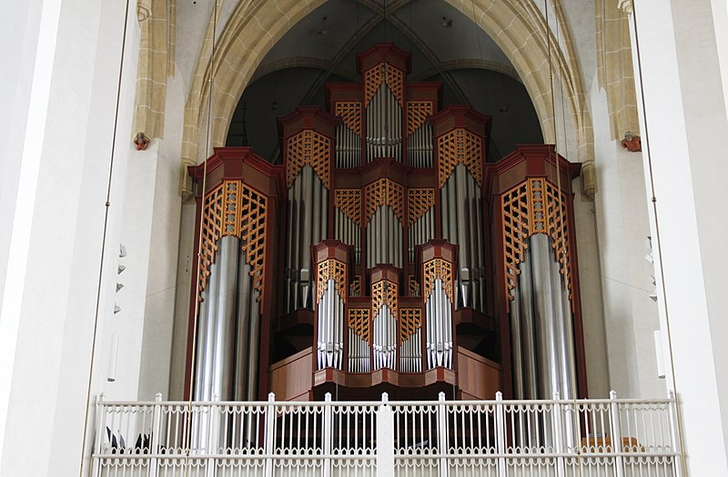 File:Main pipe organ - Frauenkirche - Munich - Germany 2017 (2).jpg