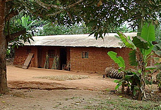 Makaa people - Typical Maka house in Abong-Mbang.