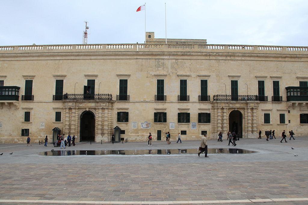 Malta - Valletta - Triq ir-Repubblika - Misrah San Gorg+Grandmaster's Palace ex 01 ies.jpg