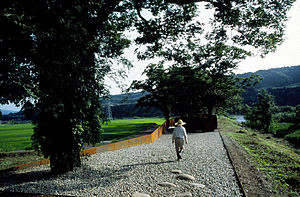 Echigo-Tsumari Art Triennial - Image: Man entering ASIAK SUUR