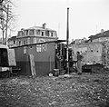 Mannen bij de distilleerketel, Bestanddeelnr 252-9472.jpg