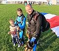 Marcin Stencel po skoku z dziećmi.jpg