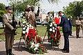 Mateusz Morawiecki składa wieniec przed pomnikiem pary prezydenckiej Lecha i Marii Kaczyńskich w Białej Podlaskiej.jpg