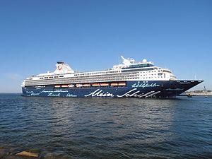 Mein Schiff 2 Tallinn 26 May 2012 Kai 24.JPG
