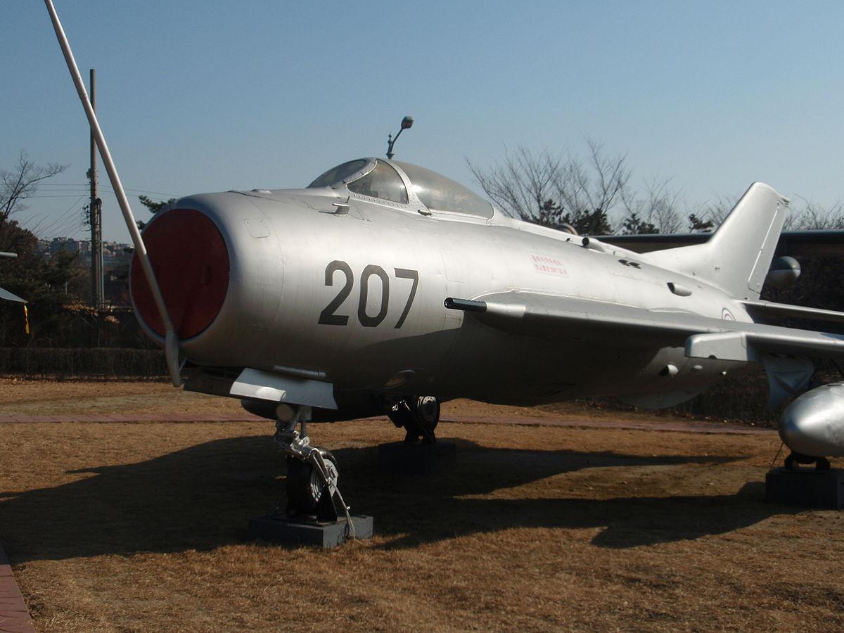MiG-19 DPRK 1983.JPG