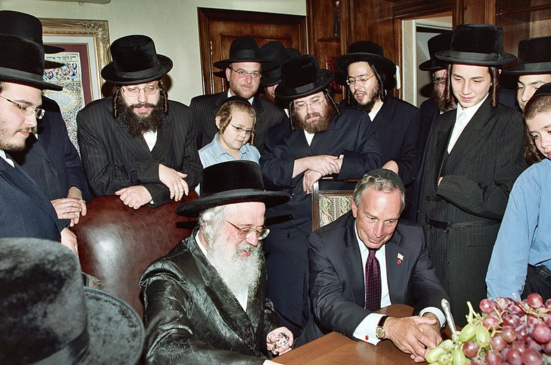 File:Michael Bloomberg visiting Munkacs Hasidic sect in Brooklyn.jpg