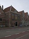 foto van Voormalige Doopsgezinde Kerk, later gebouw Leger des Heils, met eenvoudige gevel met kerkramen
