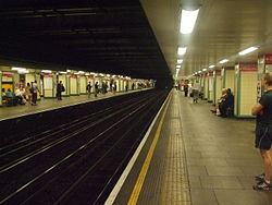 Mile End tube stn eastbound District look west 2012.JPG