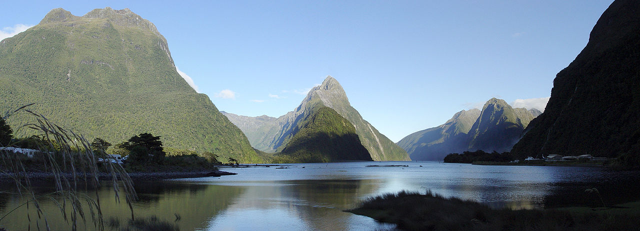 Milford Sound. Photo from Wikimedia Commons