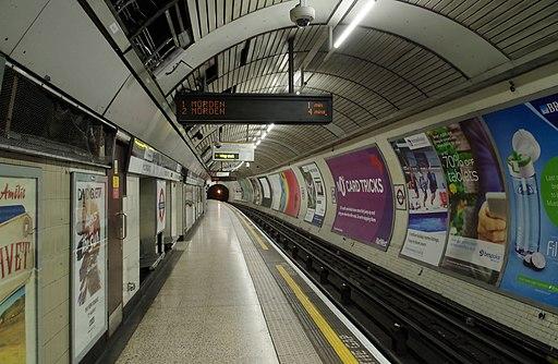 Moorgate station MMB 09