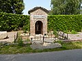 Morbecque (Nord, Fr) oratoire fontaine St.Firmin.JPG
