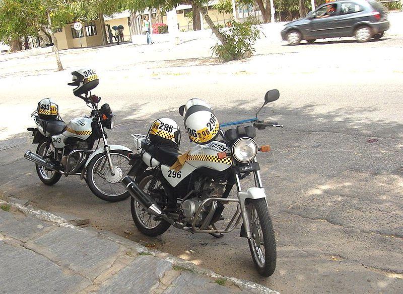 Ficheiro:Moto-táxis em Campina grande.jpg