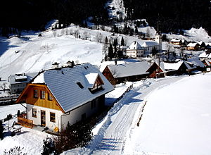 Muhr - Main road and parish church